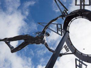 """La escultura """"La Búsqueda"""" de Julio Nieto permanecerá hasta el 30 de julio en Los Llanos de Aridane."""