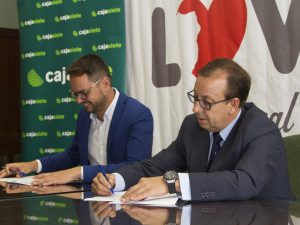 Cajasiete renueva su compromiso con La Palma a través del Isla Bonita Love Festival.