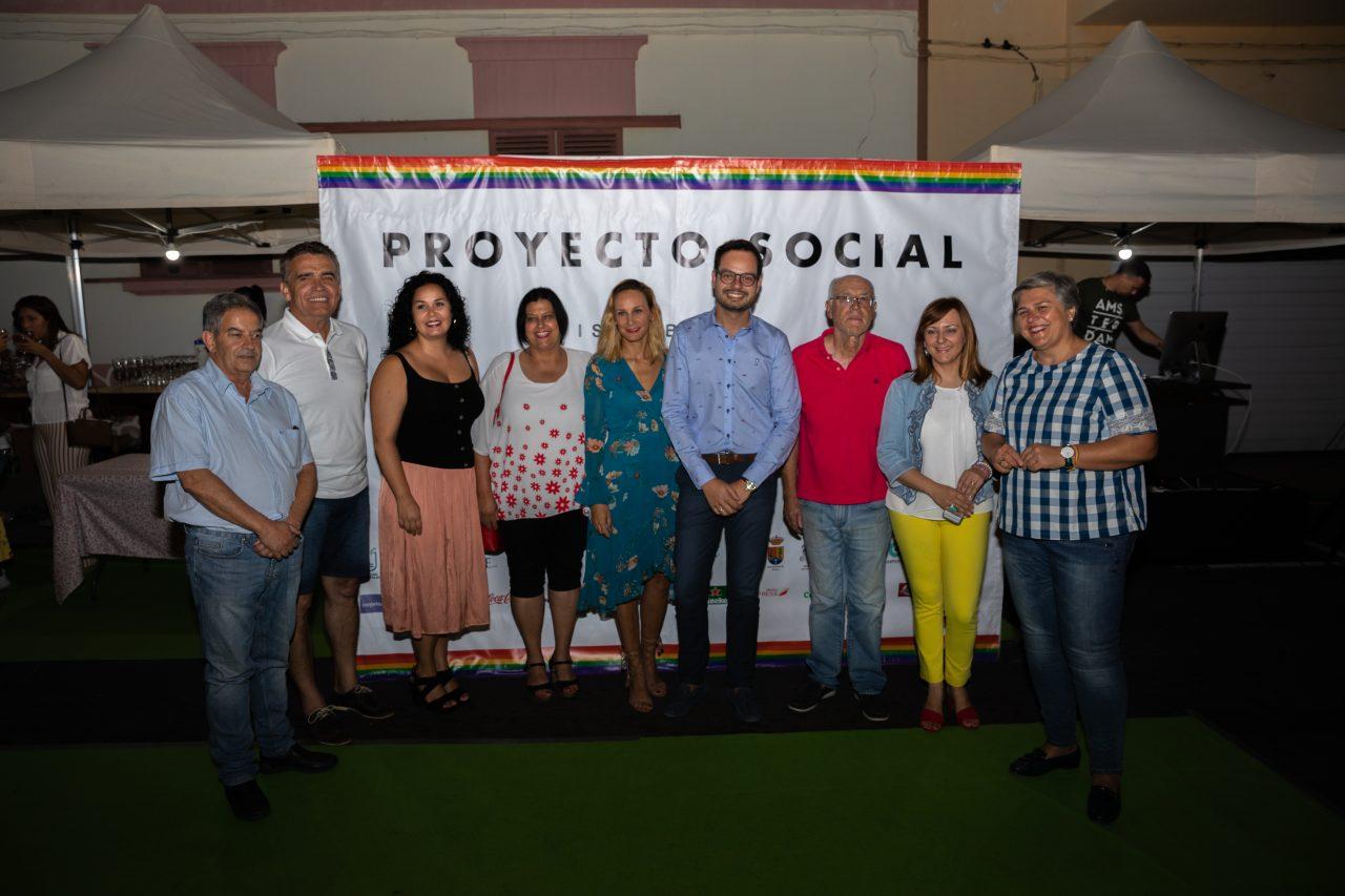 Acto inaugural Love (Jordi Pérez Camacho junto a autoridades locales y la consejera Nieves Lady Barreto, y representante de la patronal, Óscar Léon)