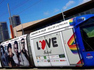 El Isla BONITA Love Festival 'sale a la calle' en tranvía
